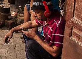 FES scène de rue dans la kasbah